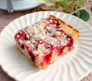 Delicious Cherry Coffee Cake with Crumb Topping