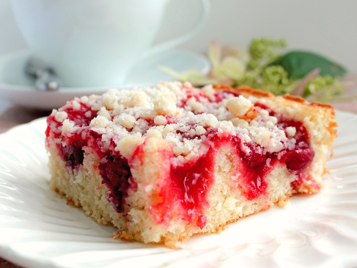 Easy Cherry Crumb Cake Recipe