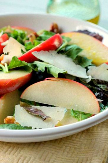 Apple Salad with lemon Vinaigretta