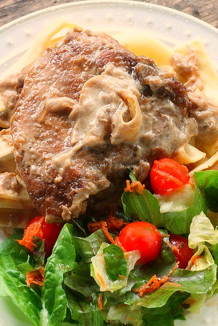 Pork Chops in Sour Cream Sauce