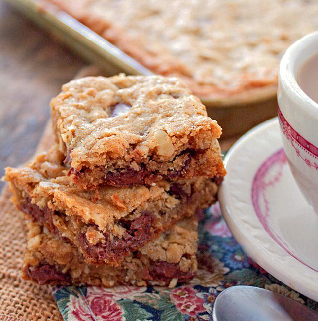 Oatmeal Chocolate Chip Walnut Bars