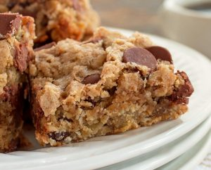 Oatmeal Cinnamon Chocolate Chip Bars