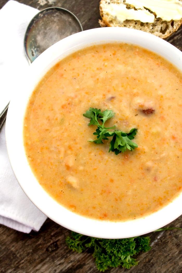 Tuscan White Bean Bacon Soup
